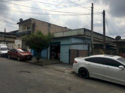 Casa com 02 lojas e terreno nos fundos a 10 min do Centro Nova Iguaçu