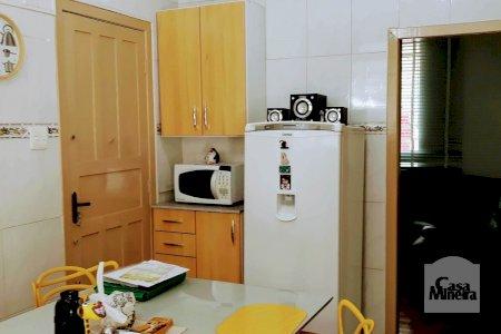 Apartamento amplo no Carlos Prates com 3 quartos e área externa