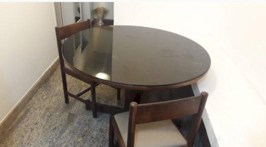 Mesa de jantar com Vidro laqueado