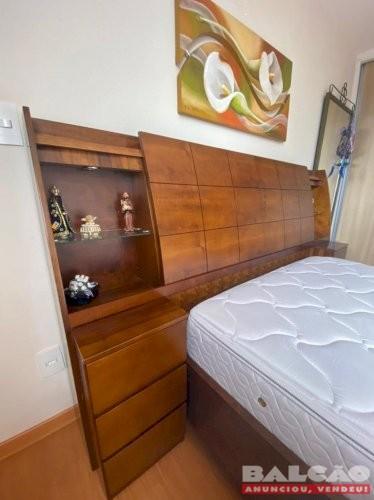 Vendo linda cama de casal com cabeceira-baú criados acoplados com colchão de mola